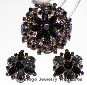Vintage Unsigned Judy Lee Black Opalescent Rhinestone Gold Pin Clip Earrings RL