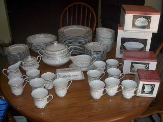 Pieces Total Service for 13 Kentfield Sawyer China Dinnerware