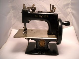 Antique Hand Crank Mini Singer Sewing Machine *Salesman Sample or