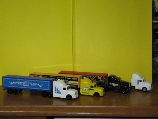 Maisto Semi Truck and Trailers Cargo Truck
