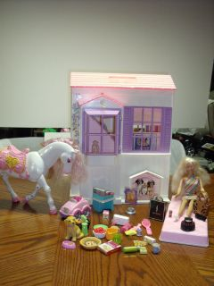 BARBIE Mattel 1996 DOLL HOUSE THREE FOLD OUT ROOMS, BARBIE DOLL, HORSE