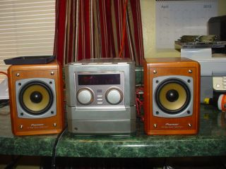 PIONEER XR MT3 MINI SHELF STEREO SYSTEM  WITH 3 CD ,AM FM AND SPEAKERS