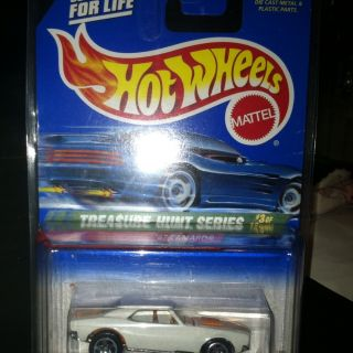Hot Wheels 67 Camaro Super Treasure Hunt White w Case