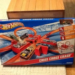 NEW Hot Wheels Criss Cross Crash Track Set Motorized Playset, Incl