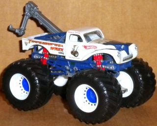 TOWASAURUS WREX WITH TOW HOT WHEELS MONSTER JAM TRUCK EXTRA RARE 1 64