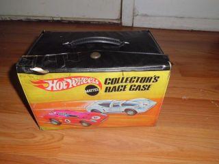 Hot Wheels Colllectors Race Case w 12 Redline Cars