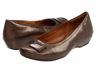 Clarks Concert Choir Womens Slip on Shoes (Brown)